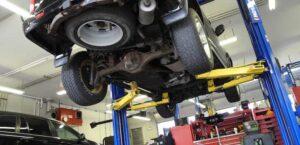 Taller mecánico con las medidas de prevención de riesgos laborales