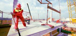 trabajador de la construcción en contacto con metales pesados