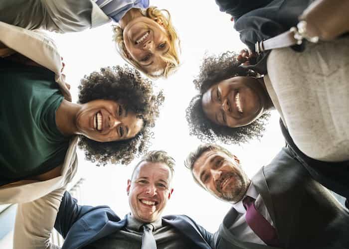 Trabajadores de una empresa contentos