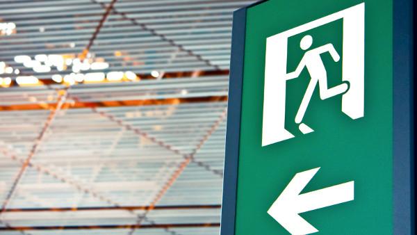 Salida para evacuación en una empresa con alta seguridad laboral