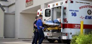 Empleado de una empresa en una ambulancia como un caso más de siniestralidad laboral