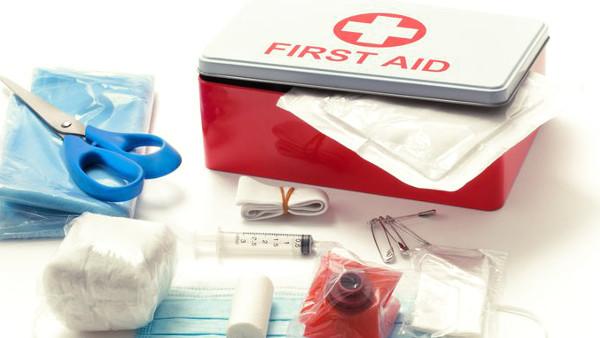Botiquín de primeros auxilios en una empresa