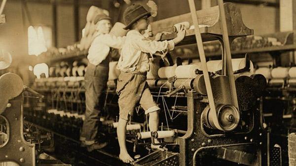 niños trabajando en fabrica en el siglo XIX